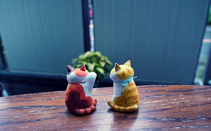 お座り猫と招き猫